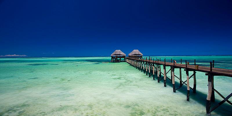 Een steiger in de zee van Zanzibar